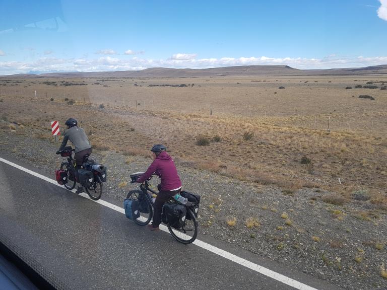 Radfahrer in der Steppe